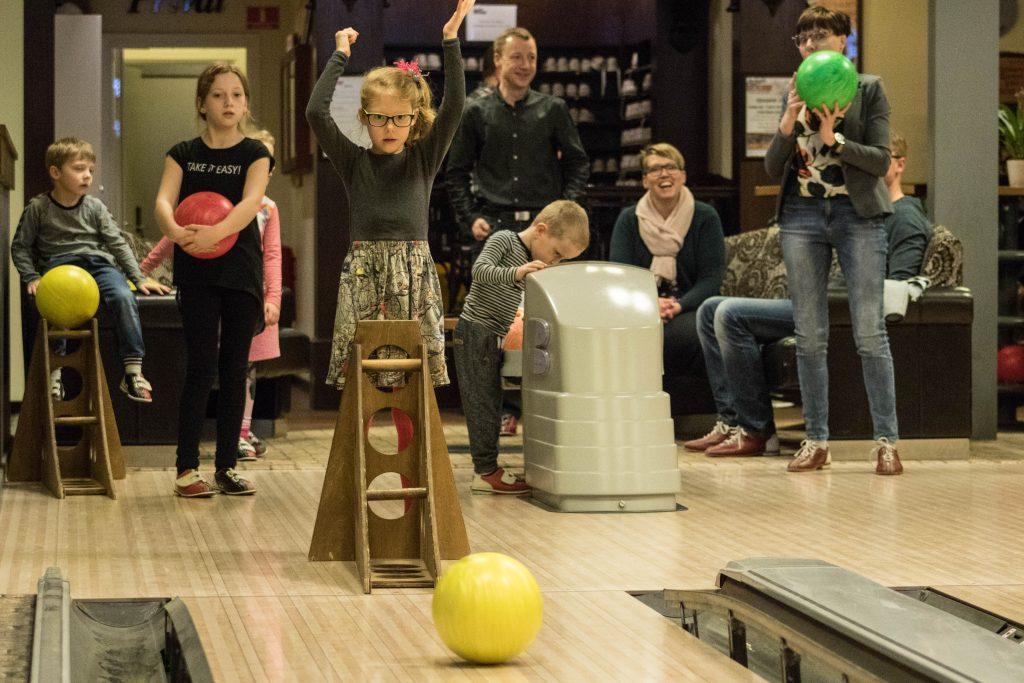 børne bowling i action house